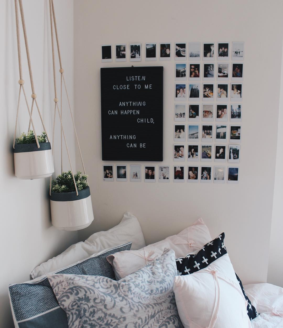 Colorful Minimal Room: How To Create The Minimalist Dorm Room Of Your Dreams